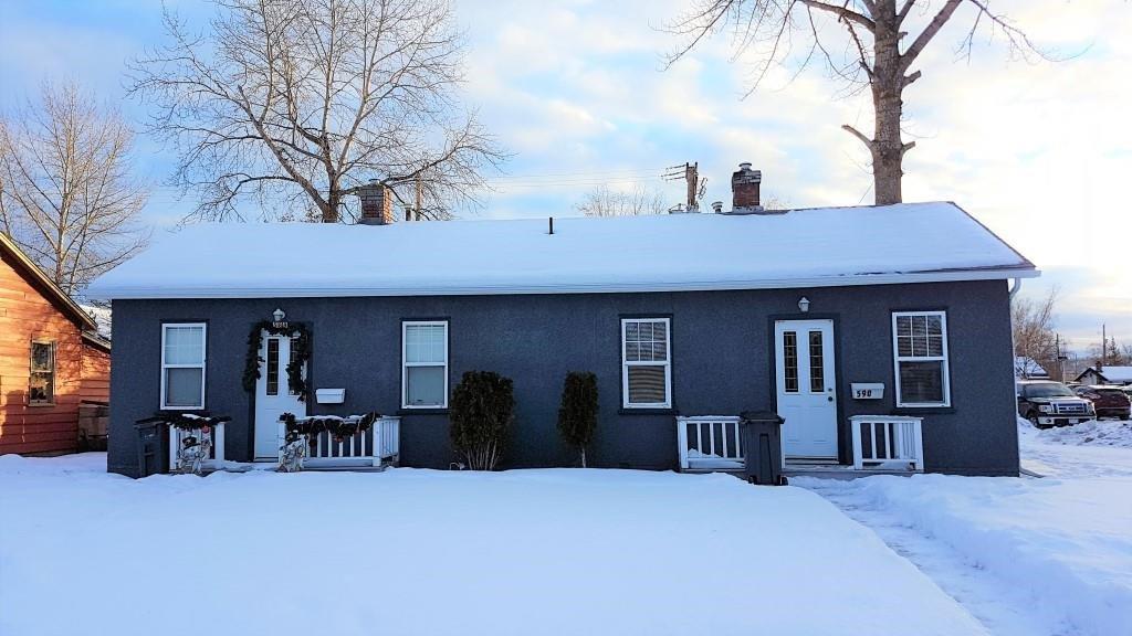Main Photo: 588-590 ALWARD STREET in : Central Duplex for sale : MLS®# R2233748