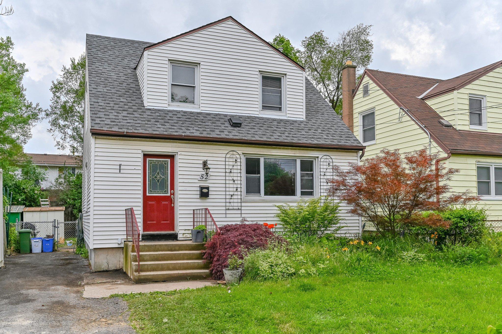 Main Photo: 52 Martha Street in Hamilton: House for sale : MLS®# H4056393