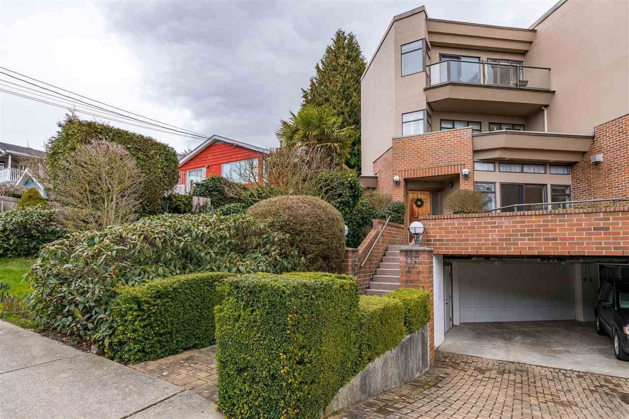 Main Photo: 820 MAPLE Street: White Rock Townhouse for sale (South Surrey White Rock)  : MLS®# R2438919