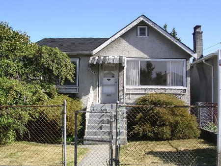 Main Photo: 5240 Killarney Street Vancouver: House for sale (Collingwood VE)