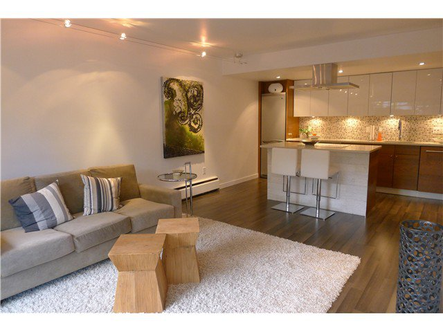 """Main Photo: 103 349 E 6TH Avenue in Vancouver: Mount Pleasant VE Condo for sale in """"LANDMARK HOUSE"""" (Vancouver East)  : MLS®# V995489"""