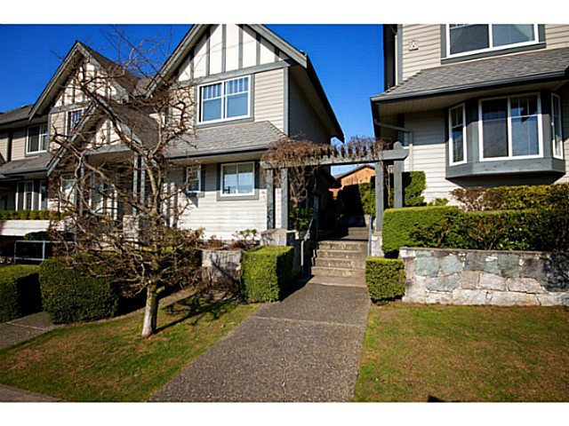 "Main Photo: 653 ST ANDREWS Avenue in North Vancouver: Lower Lonsdale Townhouse for sale in ""Charlton Court"" : MLS®# V998570"