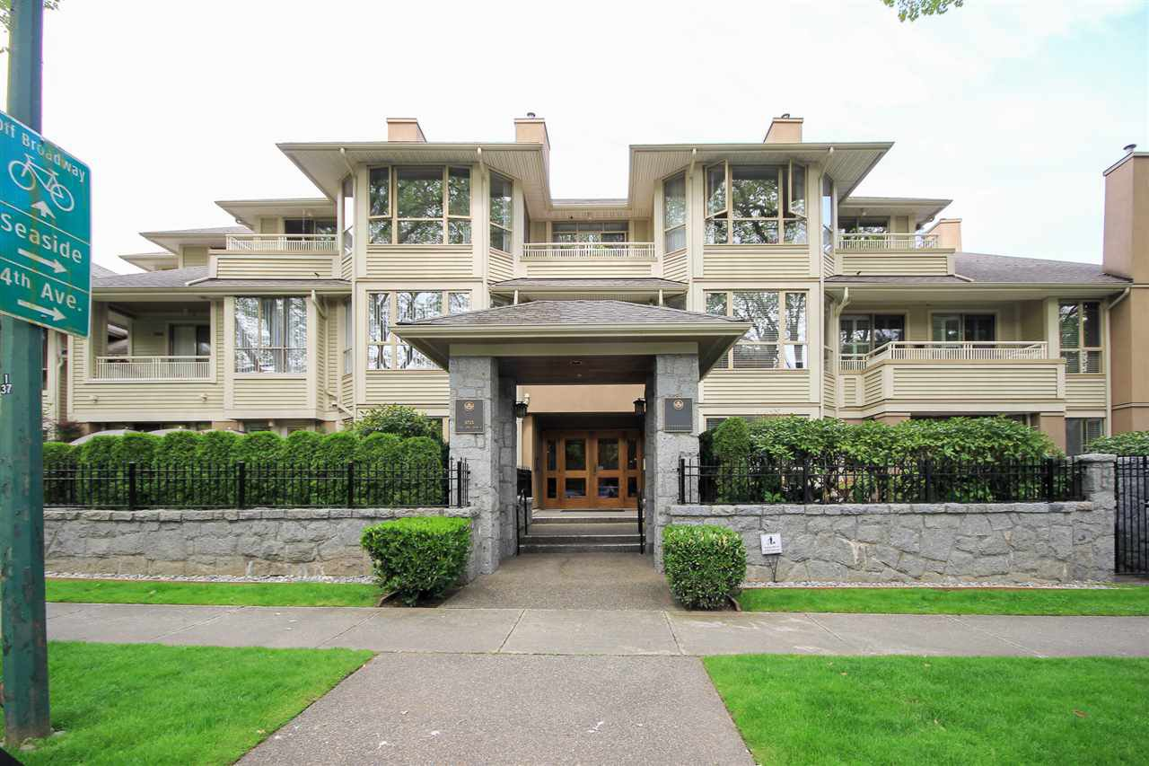 """Main Photo: 402 3755 W 8TH Avenue in Vancouver: Point Grey Condo for sale in """"Cumberland"""" (Vancouver West)  : MLS®# R2456461"""