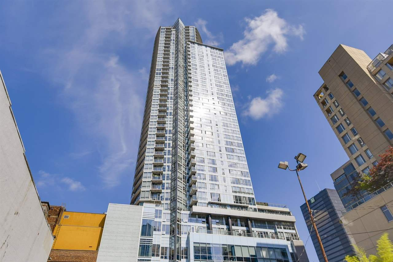 "Main Photo: 2705 833 SEYMOUR Street in Vancouver: Downtown VW Condo for sale in ""Capitol Residences"" (Vancouver West)  : MLS®# R2481905"