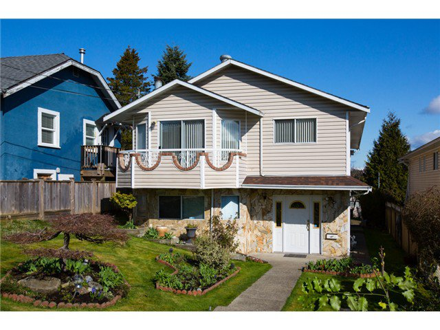 Main Photo: 315 Hoult Street in New Westminster: The Heights NW House for sale : MLS®# V1053224