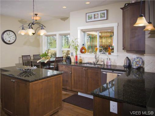 Photo 5: Photos: 3355 Sewell Road in VICTORIA: Co Triangle Residential for sale (Colwood)  : MLS®# 293550