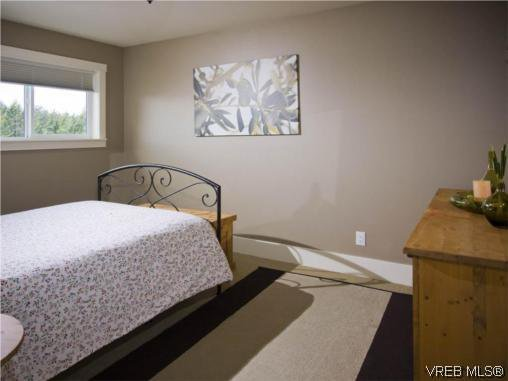 Photo 14: Photos: 3355 Sewell Road in VICTORIA: Co Triangle Residential for sale (Colwood)  : MLS®# 293550