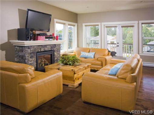 Photo 2: Photos: 3355 Sewell Road in VICTORIA: Co Triangle Residential for sale (Colwood)  : MLS®# 293550