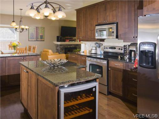 Photo 3: Photos: 3355 Sewell Road in VICTORIA: Co Triangle Residential for sale (Colwood)  : MLS®# 293550