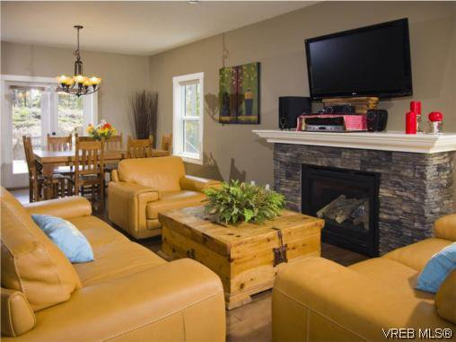 Photo 6: Photos: 3355 Sewell Road in VICTORIA: Co Triangle Residential for sale (Colwood)  : MLS®# 293550