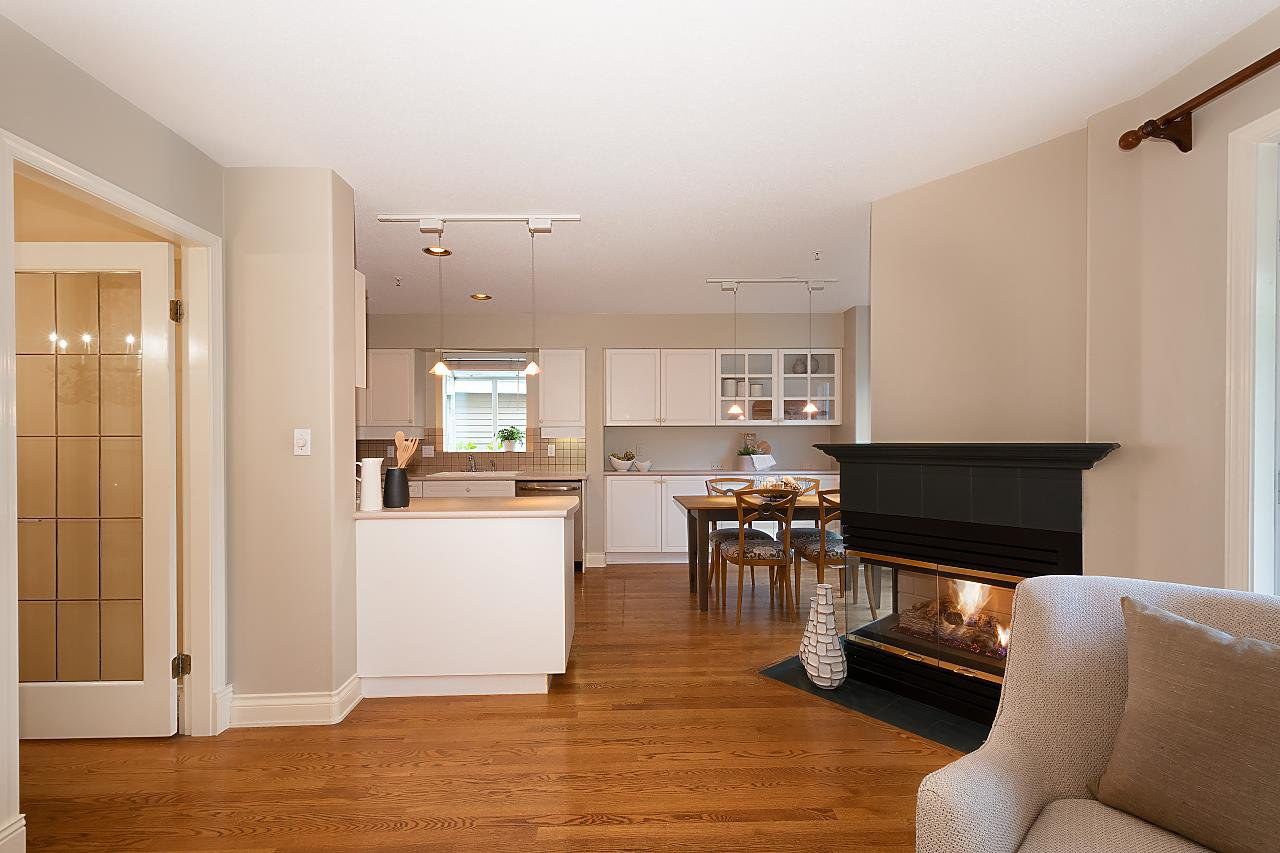 "Photo 6: Photos: 31 5760 HAMPTON Place in Vancouver: University VW Townhouse for sale in ""West Hampstead"" (Vancouver West)  : MLS®# R2408447"
