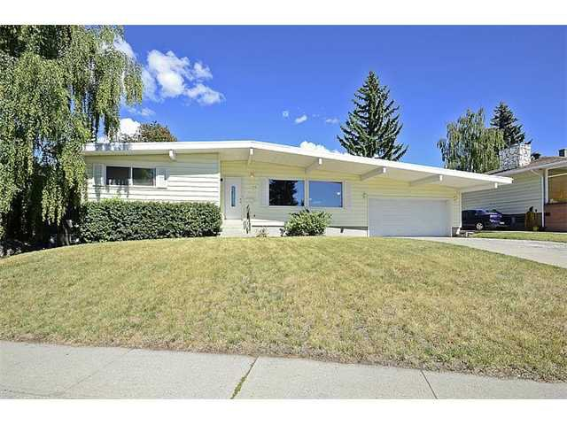 Main Photo: 52 CANYON Drive NW in CALGARY: Collingwood Residential Detached Single Family for sale (Calgary)  : MLS®# C3583346