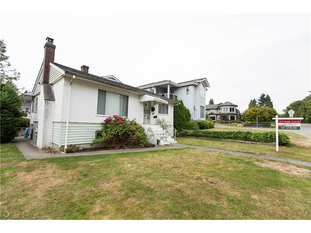 Main Photo: 4437 N Huxley Avenue in Burnaby: Burnaby Hospital House for sale (Burnaby South)  : MLS®# V1086008