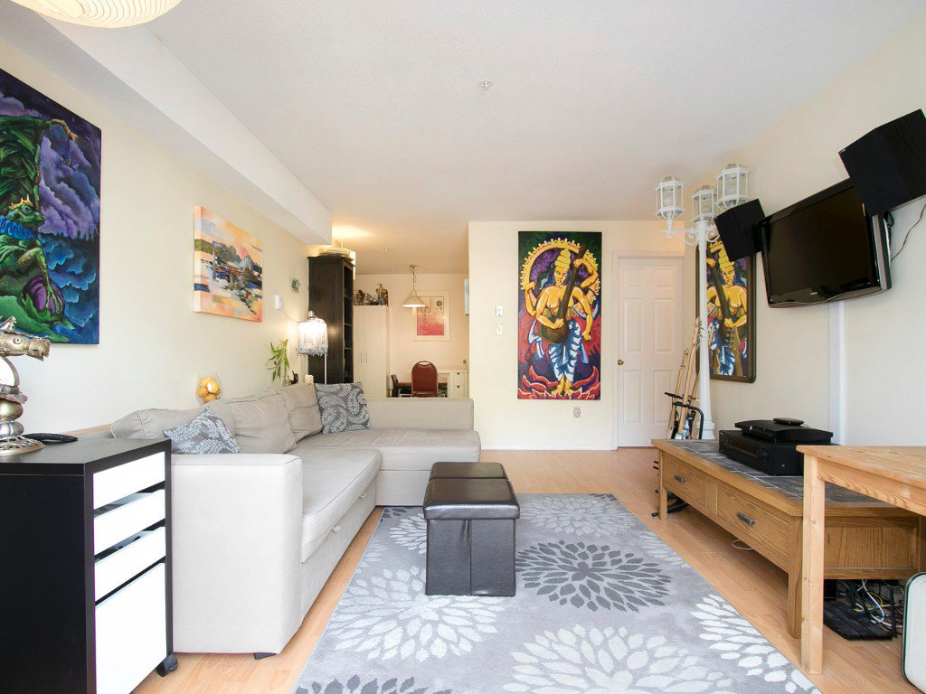 Photo 5: Photos: 104 1099 E BROADWAY in Vancouver: Mount Pleasant VE Condo for sale (Vancouver East)  : MLS®# R2159327