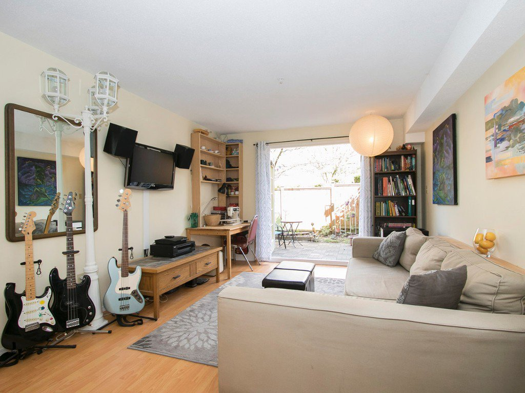 Photo 3: Photos: 104 1099 E BROADWAY in Vancouver: Mount Pleasant VE Condo for sale (Vancouver East)  : MLS®# R2159327