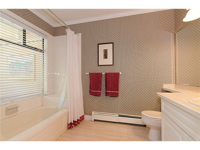 Photo 9: Photos: 2014 W 13TH Avenue in Vancouver: Kitsilano House 1/2 Duplex for sale (Vancouver West)  : MLS®# V968652