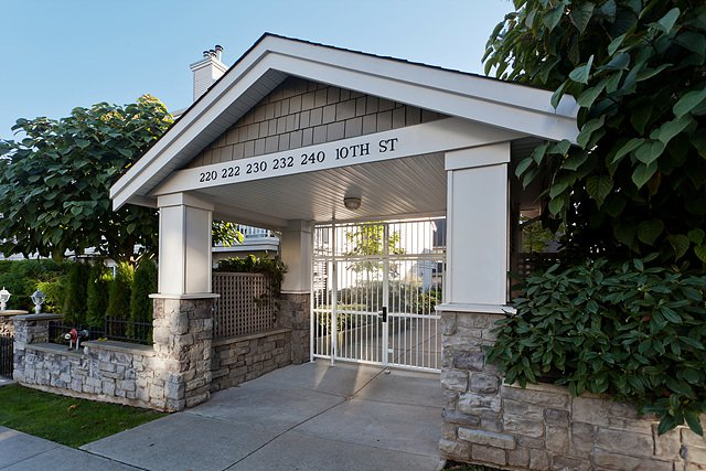 Main Photo: 25 222 Tenth Street in New Westminster: Uptown NW Townhouse for sale : MLS®# V1040727