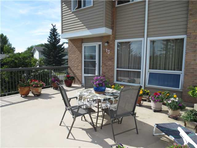 Photo 2: Photos: 13 116 SILVER CREST Drive NW in Calgary: Silver Springs Townhouse for sale : MLS®# C3630734