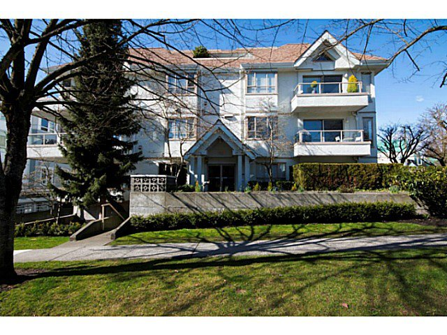 Main Photo: 204 751 Chesterfield Avenue in North Vancouver: Condo for sale : MLS®# V1116880