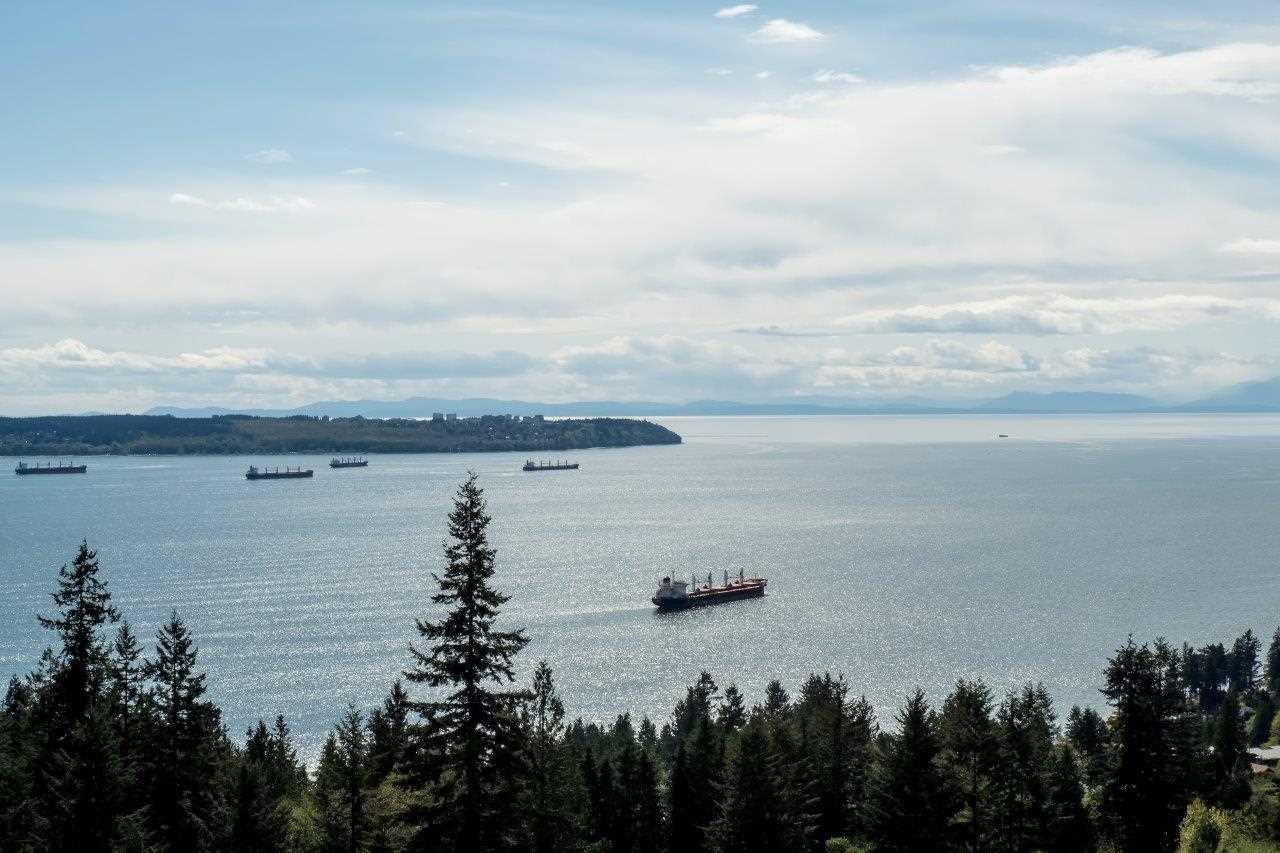 Main Photo: 702 3105 DEER RIDGE DRIVE in West Vancouver: Deer Ridge WV Condo for sale : MLS®# R2053638
