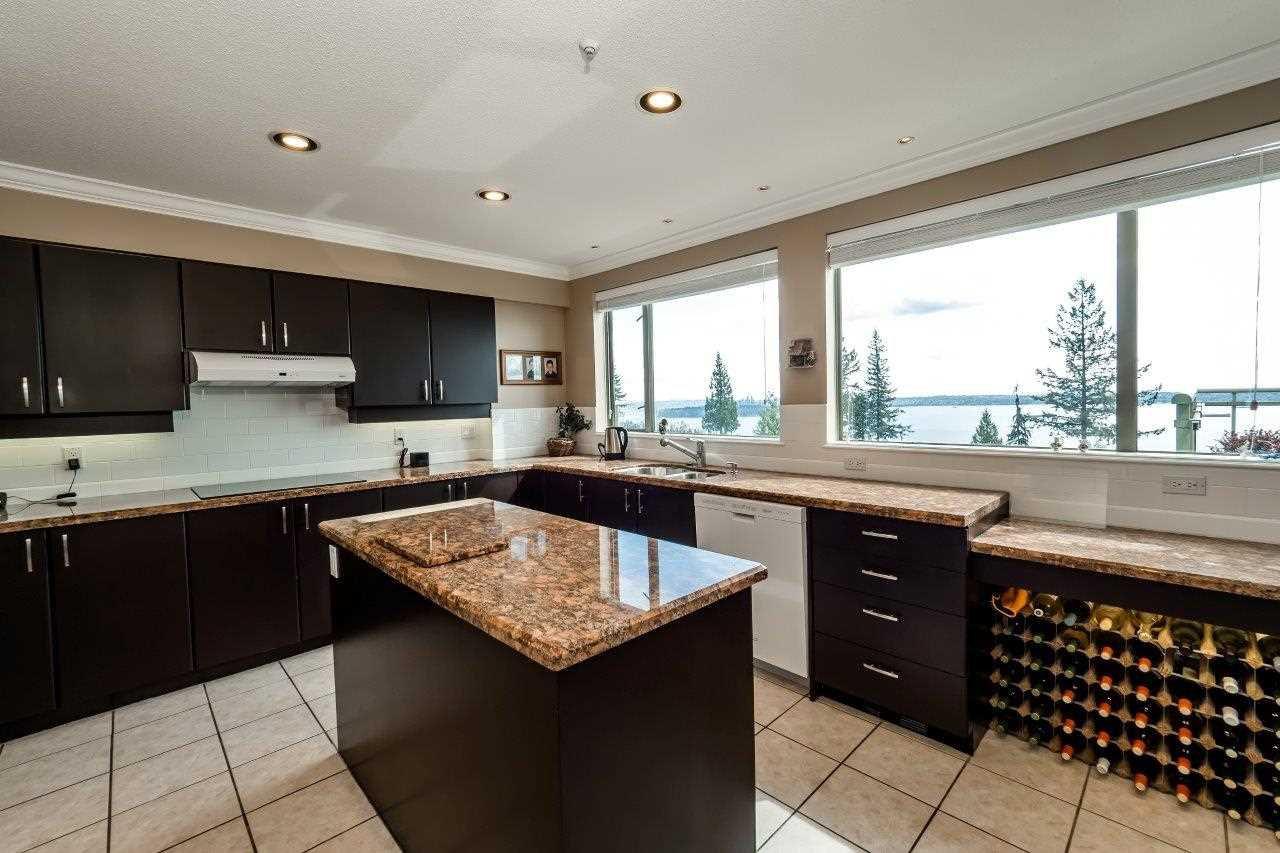 Photo 9: Photos: 702 3105 DEER RIDGE DRIVE in West Vancouver: Deer Ridge WV Condo for sale : MLS®# R2053638