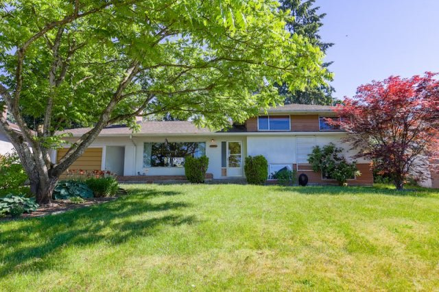 Main Photo: 11864 99A AVENUE in North Surrey: Royal Heights House for sale : MLS®# R2276188