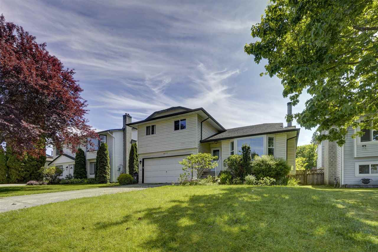 Main Photo: 9217 209A Crescent in Langley: Walnut Grove House for sale : MLS®# R2455478