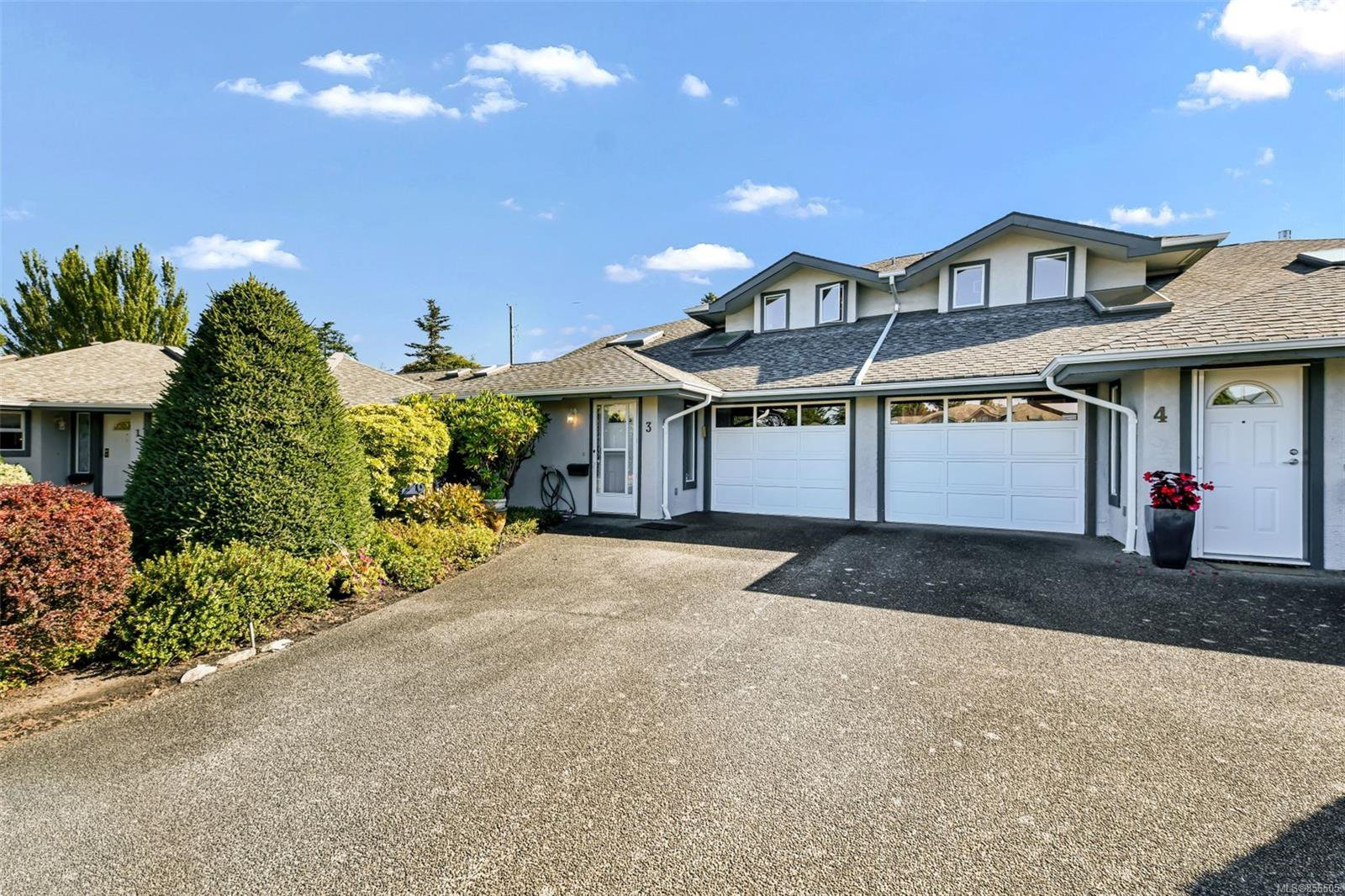 Main Photo: 3 1717 Blair Ave in : SE Lambrick Park Row/Townhouse for sale (Saanich East)  : MLS®# 856505