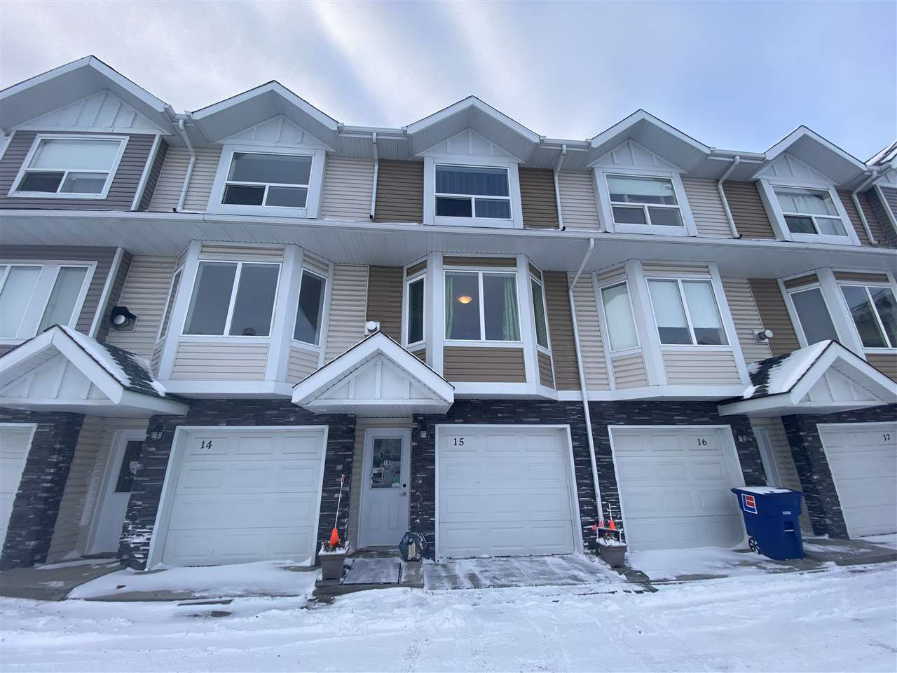 Main Photo: 15 13215 153 Avenue in Edmonton: Zone 27 Townhouse for sale : MLS®# E4220487