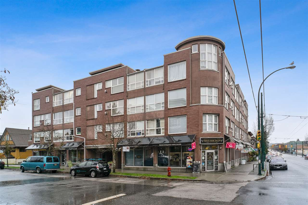 "Main Photo: 303 2025 STEPHENS Street in Vancouver: Kitsilano Condo for sale in ""STEPHENS COURT"" (Vancouver West)  : MLS®# R2517534"