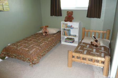 Photo 12: Photos: Family Home With Mortgage Helper - To View Marketing Brochure Go To 'Additional Information'