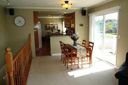 Photo 3: Photos: Family Home With Mortgage Helper - To View Marketing Brochure Go To 'Additional Information'