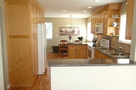 Photo 6: Photos: Family Home With Mortgage Helper - To View Marketing Brochure Go To 'Additional Information'