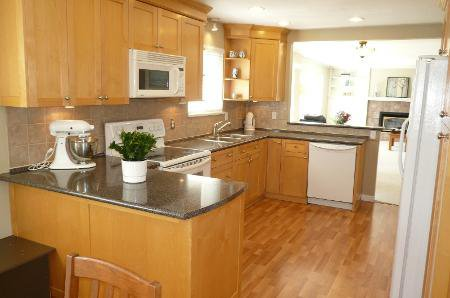 Photo 4: Photos: Family Home With Mortgage Helper - To View Marketing Brochure Go To 'Additional Information'