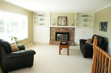 Photo 2: Photos: Family Home With Mortgage Helper - To View Marketing Brochure Go To 'Additional Information'