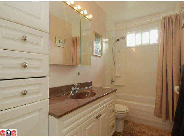 "Photo 7: Photos: 6302 CHARBRAY Place in Surrey: Cloverdale BC House for sale in ""Greenaway"" (Cloverdale)  : MLS®# F1221218"