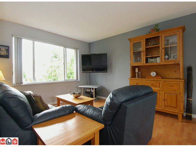 "Photo 4: Photos: 6302 CHARBRAY Place in Surrey: Cloverdale BC House for sale in ""Greenaway"" (Cloverdale)  : MLS®# F1221218"