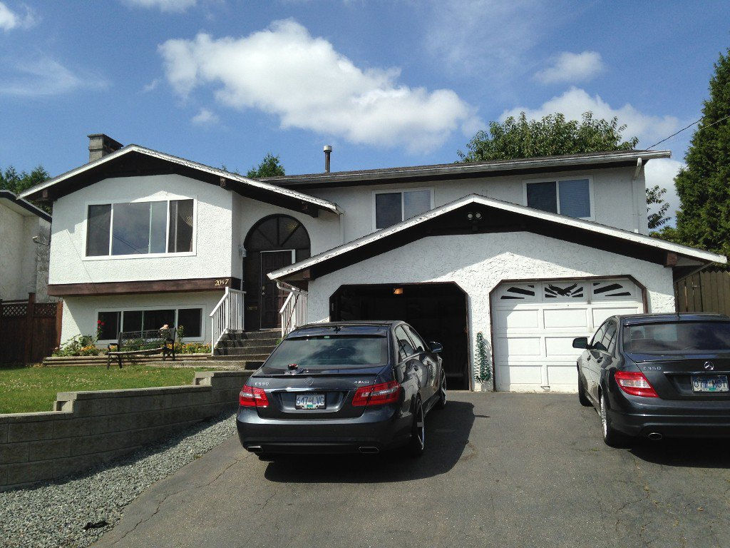 Main Photo: Upper 2057 Ridgeway St. in Abbotsford: Central Abbotsford Condo for rent