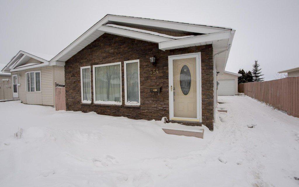 Main Photo: 254 Barnham Crescent in Winnipeg: Maples / Tyndall Park Single Family Detached for sale (North West Winnipeg)  : MLS®# 1601858