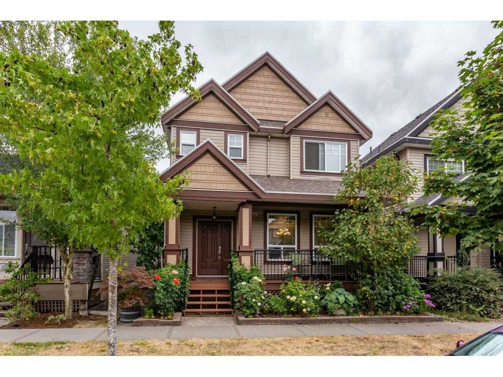 Main Photo: 7142 195 STREET in Surrey: Clayton House for sale (Cloverdale)  : MLS®# R2294627