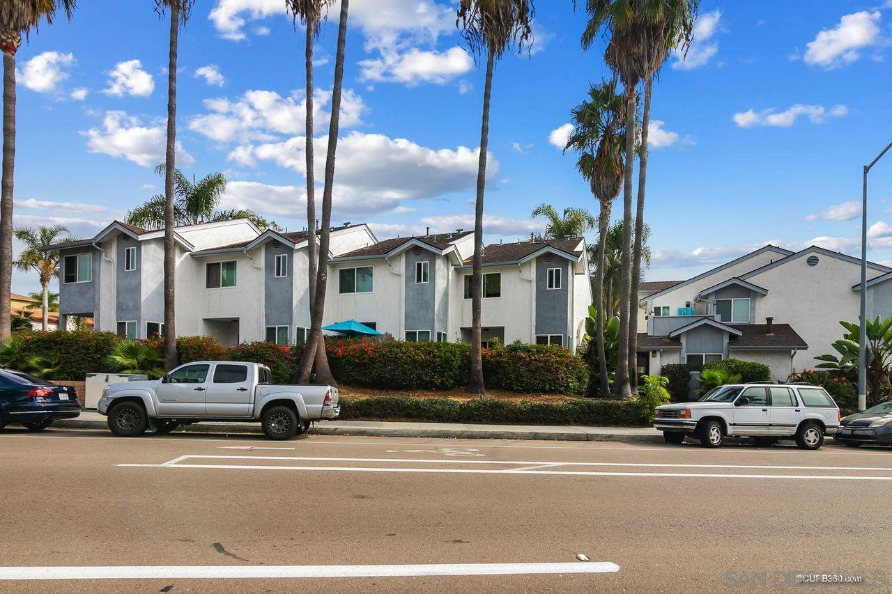 Main Photo: PACIFIC BEACH Townhome for sale : 2 bedrooms : 5075 La Jolla Blvd #11 in San Diego