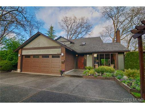 Main Photo: 1521 Eric Rd in VICTORIA: SE Mt Doug Single Family Detached for sale (Saanich East)  : MLS®# 637854