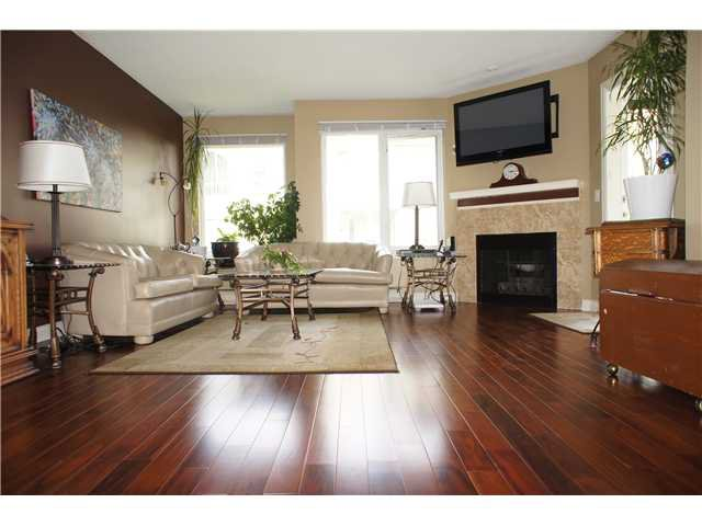 """Main Photo: 408 6707 SOUTHPOINT Drive in Burnaby: South Slope Condo for sale in """"MISSION WOODS"""" (Burnaby South)  : MLS®# V1015325"""
