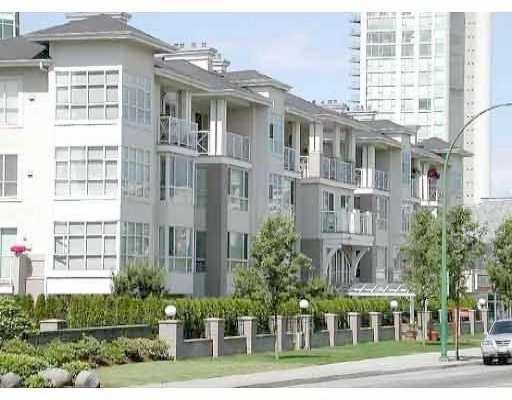 "Main Photo: 404 155 E 3RD ST in North Vancouver: Lower Lonsdale Condo for sale in ""THE SOLANO"" : MLS®# V610957"