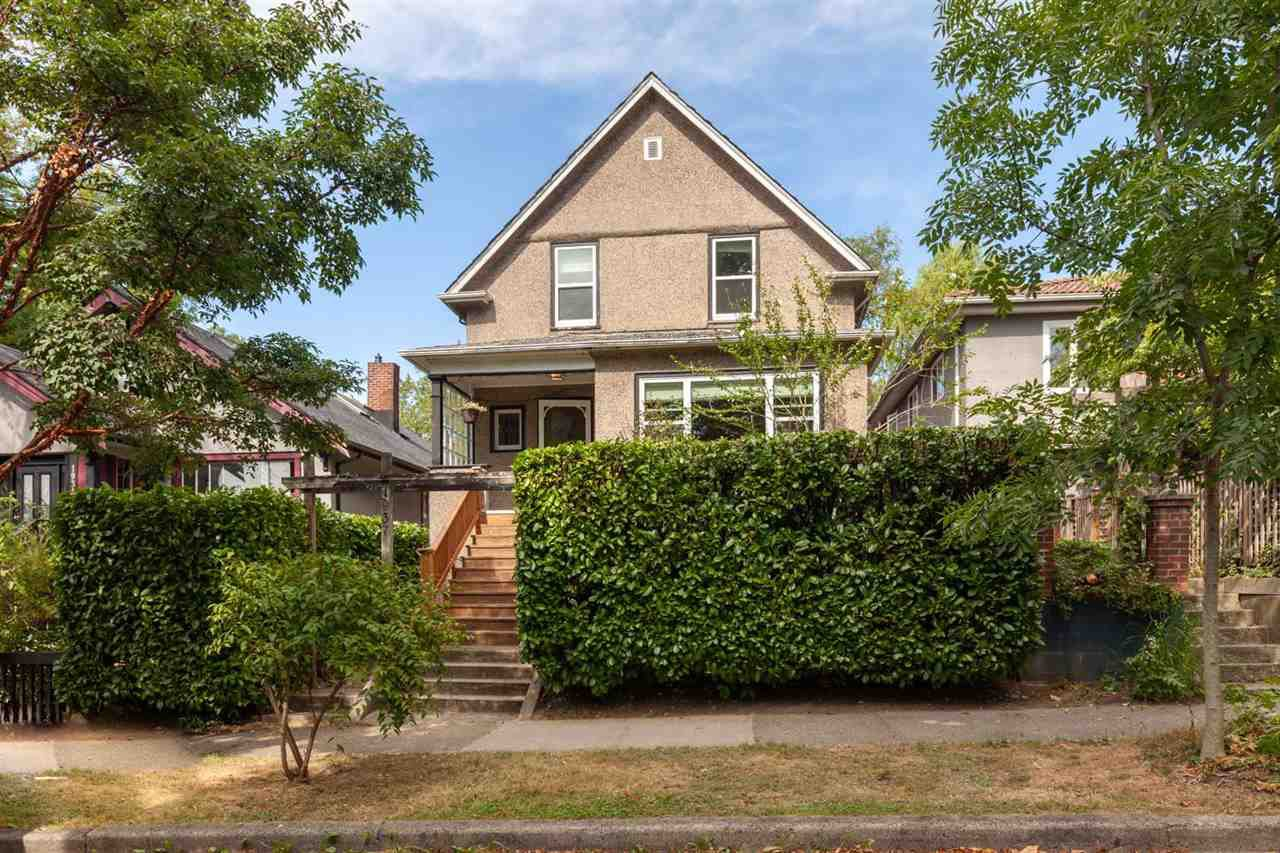 "Main Photo: 1937 GRAVELEY Street in Vancouver: Grandview Woodland House for sale in ""Commercial Drive"" (Vancouver East)  : MLS®# R2404224"