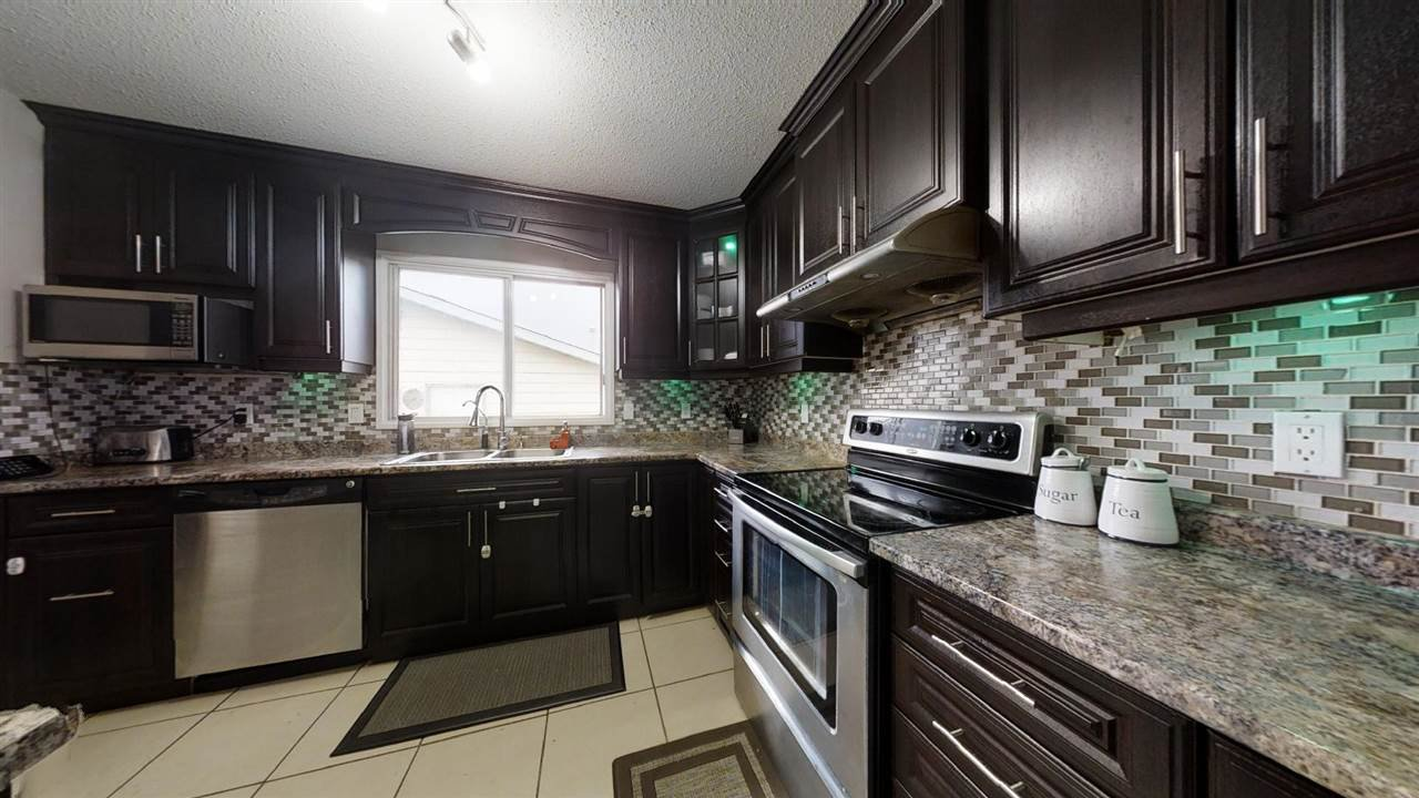 Main Photo: 1900 LAKEWOOD Road S in Edmonton: Zone 29 House for sale : MLS®# E4196547
