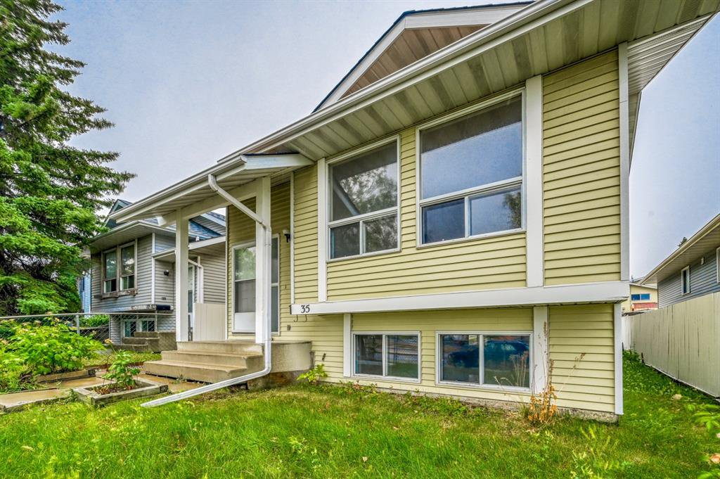 Main Photo: 35 SANDSTONE Drive NW in Calgary: Sandstone Valley Detached for sale : MLS®# A1031986