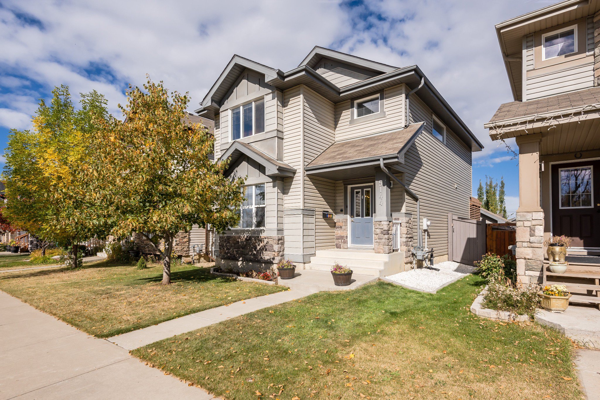 Main Photo: 5144 4Ave SW in Edmonton: House for sale : MLS®# E4215660