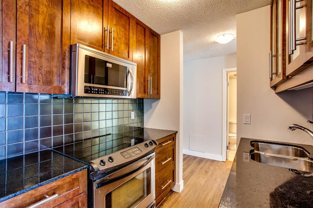 Photo 2: Photos: 202 2220 16a Street SW in Calgary: Bankview Apartment for sale : MLS®# A1043749