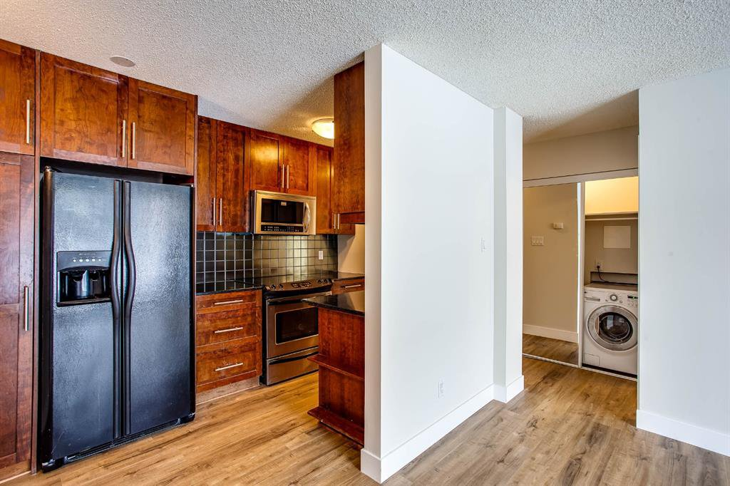 Photo 3: Photos: 202 2220 16a Street SW in Calgary: Bankview Apartment for sale : MLS®# A1043749
